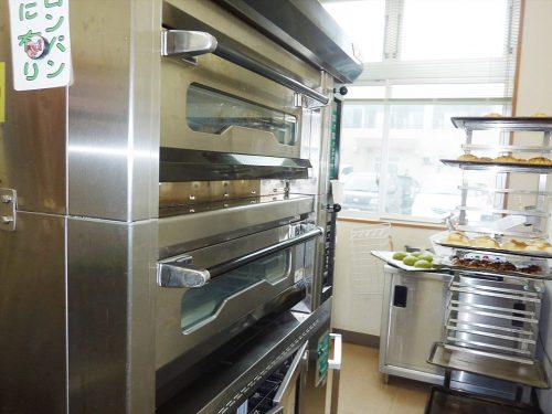 写真:製パンの機械1