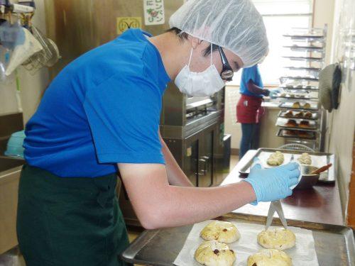 写真:製パンの様子1