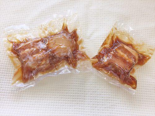 写真:真空包装の食品 豚角煮