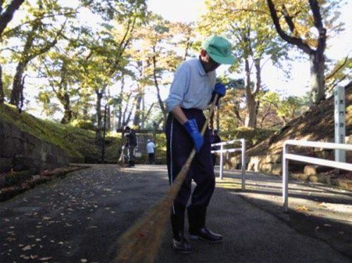 写真:清掃作業