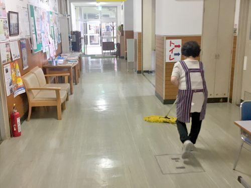写真:企業内清掃