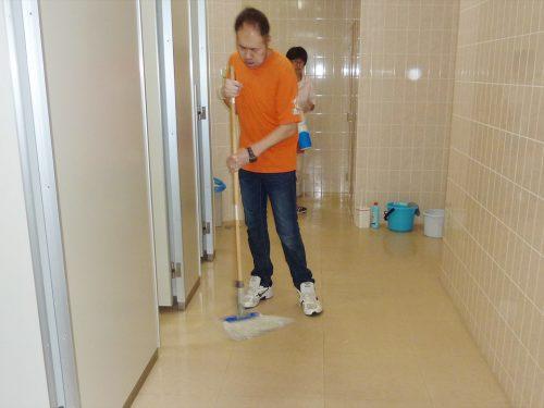 写真:清掃作業2