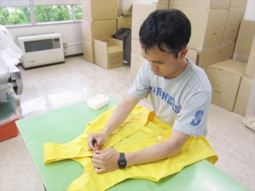 写真:縫製作業
